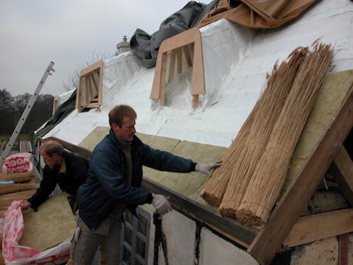 Wanneer en hoe vaak moet uw rieten dak worden vervangen?